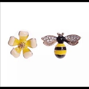 💥3 for $23💥Bee and Flower Stud Earrings